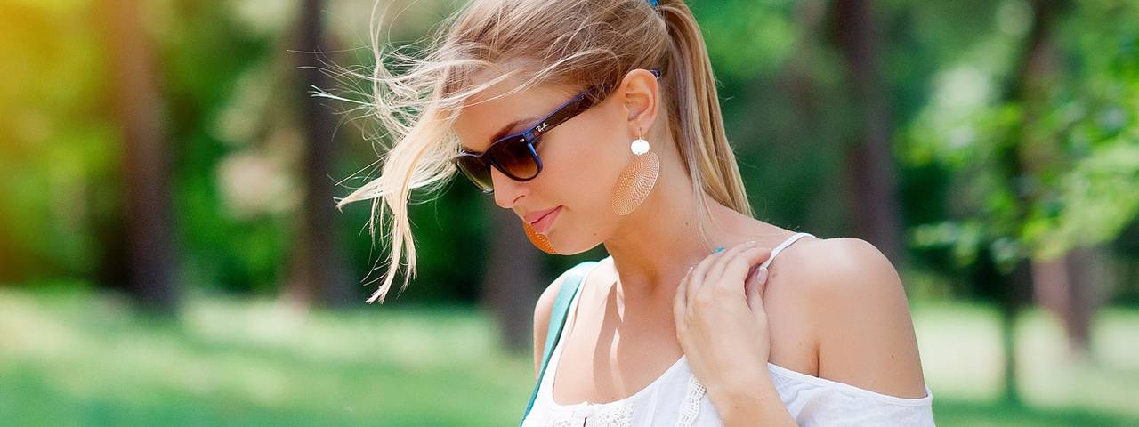 woman_white_shirt_sunglasses_1280x480